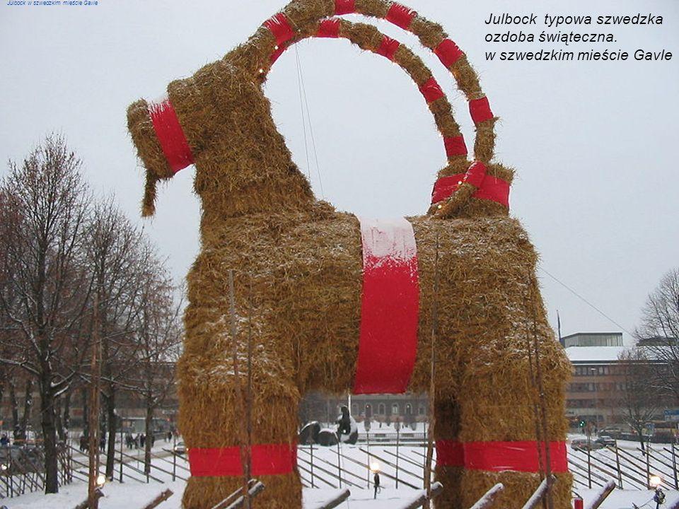 Szwecja – W Wigilię, po posiłku rozdaje się prezenty – robi to Jultomten (czyli bożonarodzeniowy krasnoludek), lub jeden z członków rodziny, wyciągają
