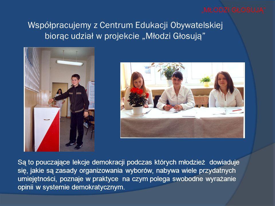 Współpracujemy z Centrum Edukacji Obywatelskiej biorąc udział w projekcie Młodzi Głosują Są to pouczające lekcje demokracji podczas których młodzież dowiaduje się, jakie są zasady organizowania wyborów, nabywa wiele przydatnych umiejętności, poznaje w praktyce na czym polega swobodne wyrażanie opinii w systemie demokratycznym.