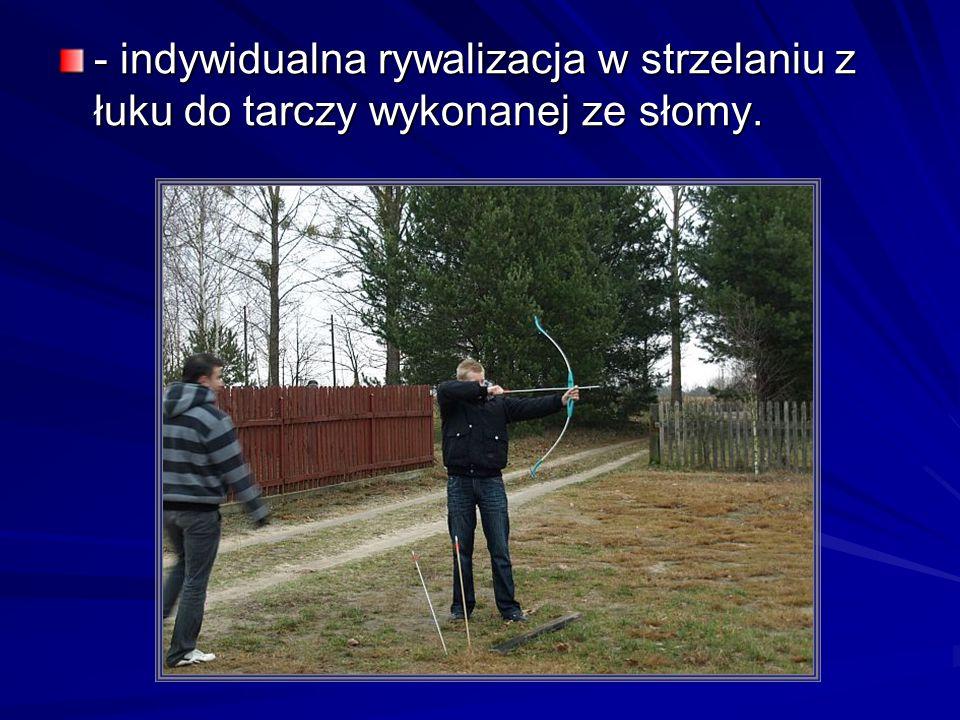 - indywidualna rywalizacja w strzelaniu z łuku do tarczy wykonanej ze słomy.