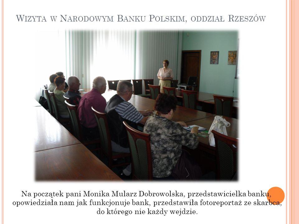 W IZYTA W N ARODOWYM B ANKU P OLSKIM, ODDZIAŁ R ZESZÓW Na początek pani Monika Mularz Dobrowolska, przedstawicielka banku, opowiedziała nam jak funkcj