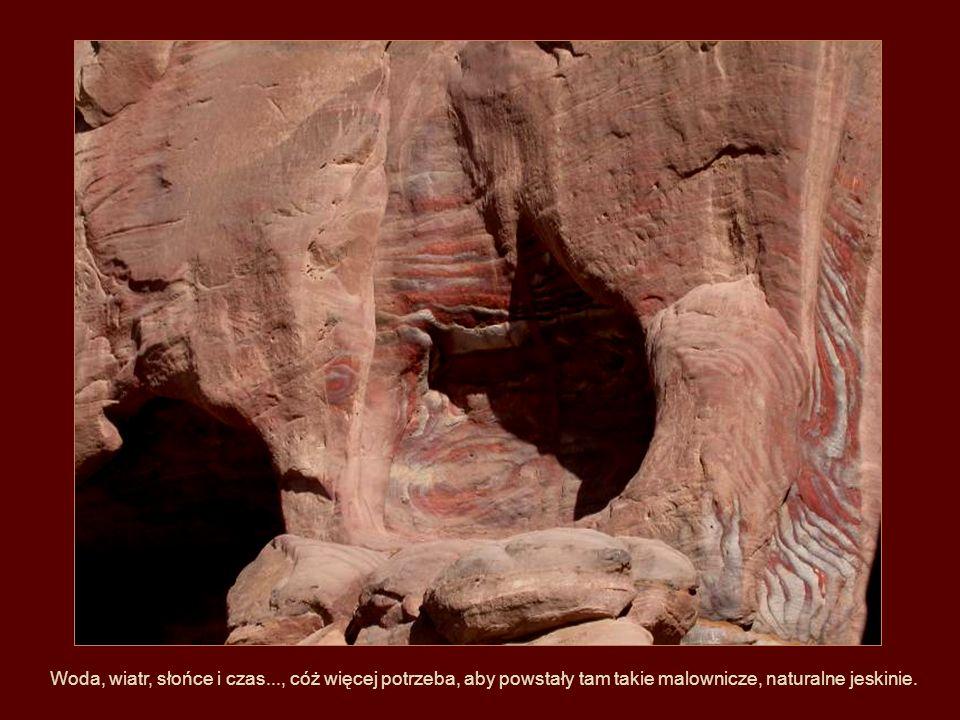 Prehistoryczne jaskinie.