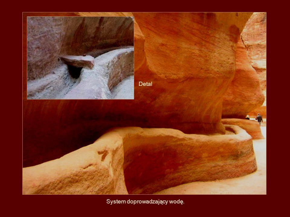 Woda, wiatr, słońce i czas..., cóż więcej potrzeba, aby powstały tam takie malownicze, naturalne jeskinie.