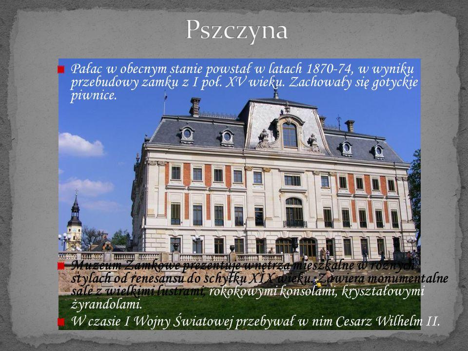 Pałac w obecnym stanie powstał w latach 1870-74, w wyniku przebudowy zamku z I poł. XV wieku. Zachowały się gotyckie piwnice. Muzeum Zamkowe prezentuj