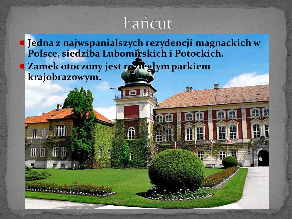 Zamek pierwotnie gotycki, obecnie ma charakter neogotyckiej rezydencji z połowy XIX wieku, w pełni zachował się wraz z oryginalnymi wnętrzami.