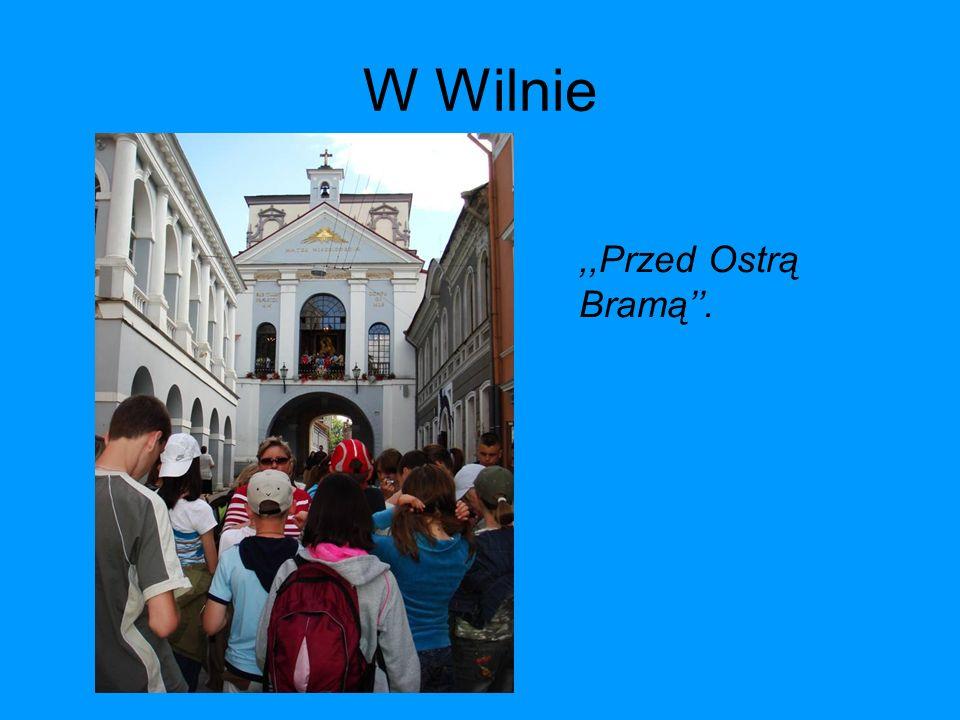 W Wilnie,,Przed Ostrą Bramą.