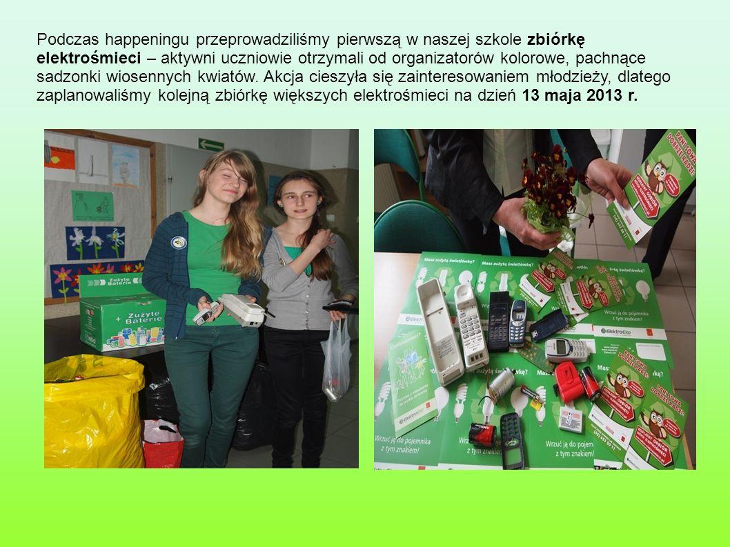 Podczas happeningu przeprowadziliśmy pierwszą w naszej szkole zbiórkę elektrośmieci – aktywni uczniowie otrzymali od organizatorów kolorowe, pachnące
