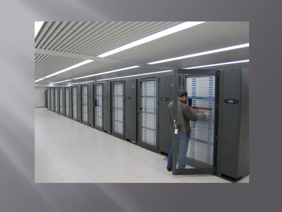 Definicja, cele, architektura Porównanie z tradycyjnymi superkomputerami Zastosowania Standardy i oprogramowanie