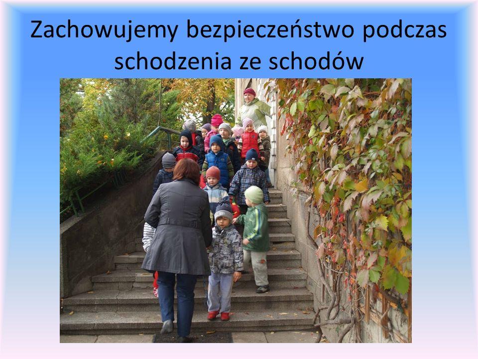 Zachowujemy bezpieczeństwo podczas schodzenia ze schodów