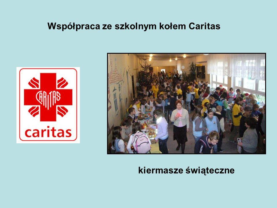 Współpraca ze szkolnym kołem Caritas kiermasze świąteczne
