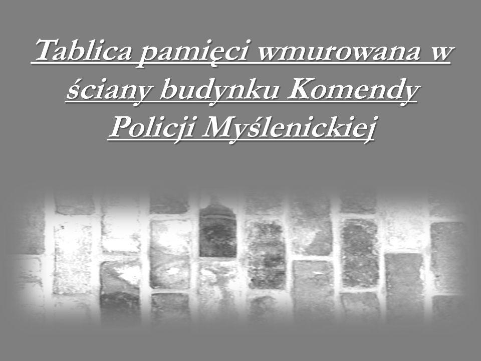 Tablica pamięci wmurowana w ściany budynku Komendy Policji Myślenickiej