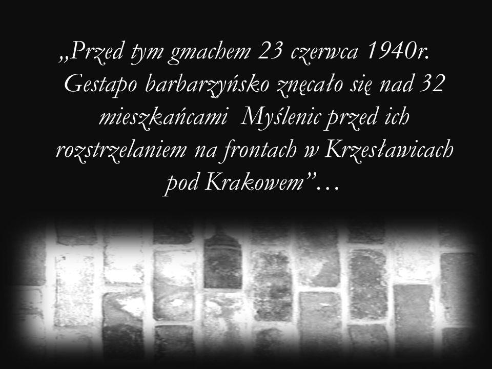 Przed tym gmachem 23 czerwca 1940r. Gestapo barbarzyńsko znęcało się nad 32 mieszkańcami Myślenic przed ich rozstrzelaniem na frontach w Krzesławicach