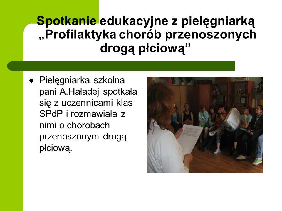 Spotkanie edukacyjne z pielęgniarką Profilaktyka chorób przenoszonych drogą płciową Pielęgniarka szkolna pani A.Haładej spotkała się z uczennicami klas SPdP i rozmawiała z nimi o chorobach przenoszonym drogą płciową.