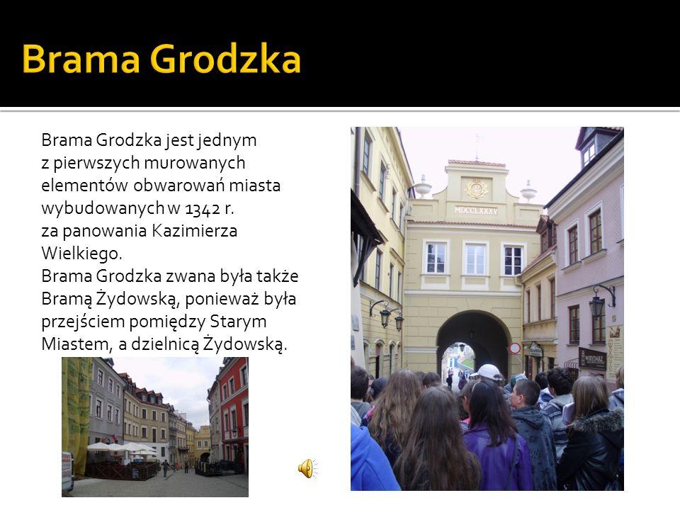 Brama Grodzka jest jednym z pierwszych murowanych elementów obwarowań miasta wybudowanych w 1342 r. za panowania Kazimierza Wielkiego. Brama Grodzka z