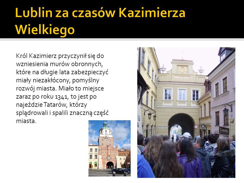 Król Kazimierz przyczynił się do wzniesienia murów obronnych, które na długie lata zabezpieczyć miały niezakłócony, pomyślny rozwój miasta. Miało to m