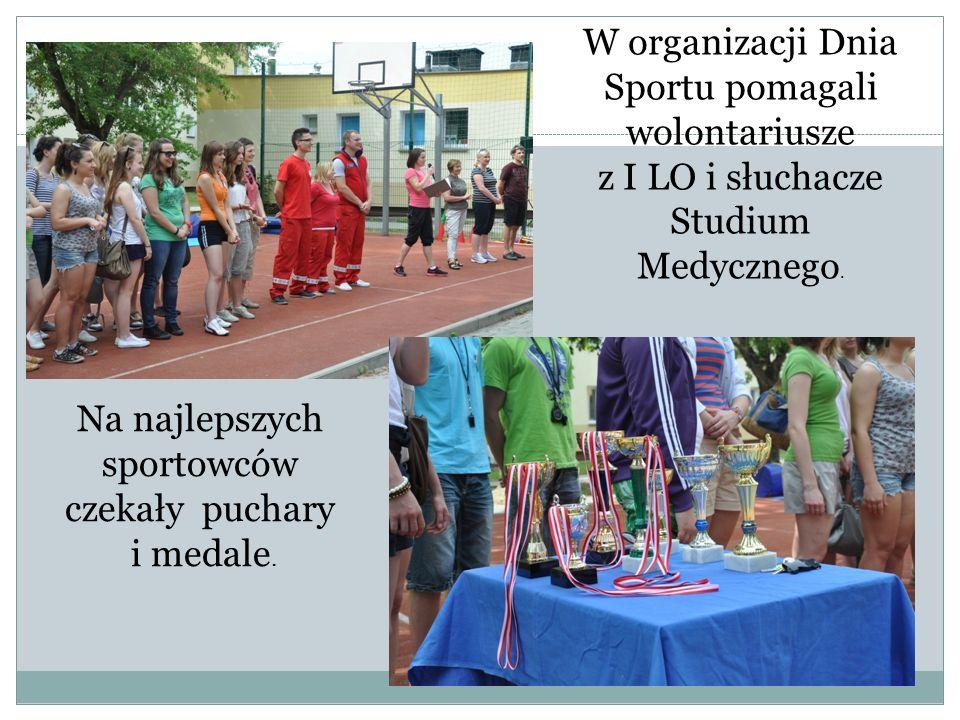 W organizacji Dnia Sportu pomagali wolontariusze z I LO i słuchacze Studium Medycznego.