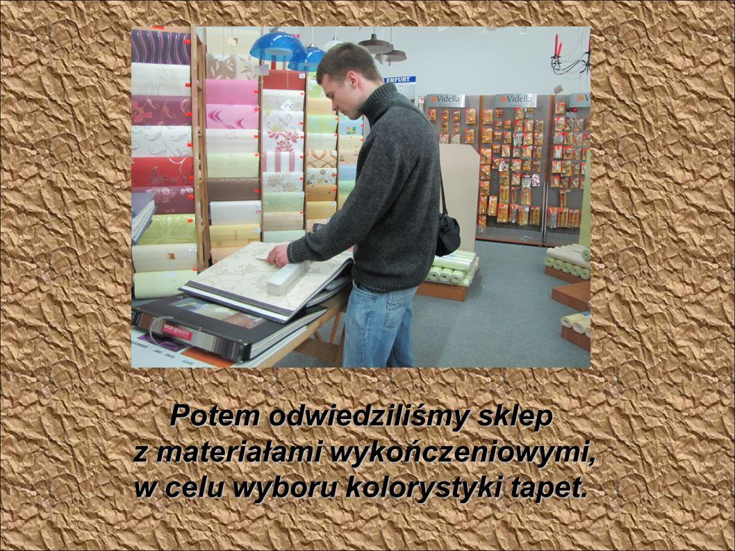 Potem odwiedziliśmy sklep z materiałami wykończeniowymi, z materiałami wykończeniowymi, w celu wyboru kolorystyki tapet.