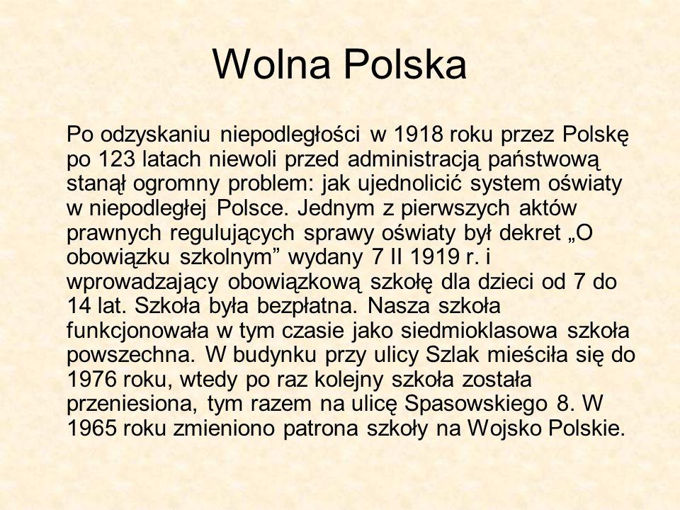 Wolna Polska Po odzyskaniu niepodległości w 1918 roku przez Polskę po 123 latach niewoli przed administracją państwową stanął ogromny problem: jak uje