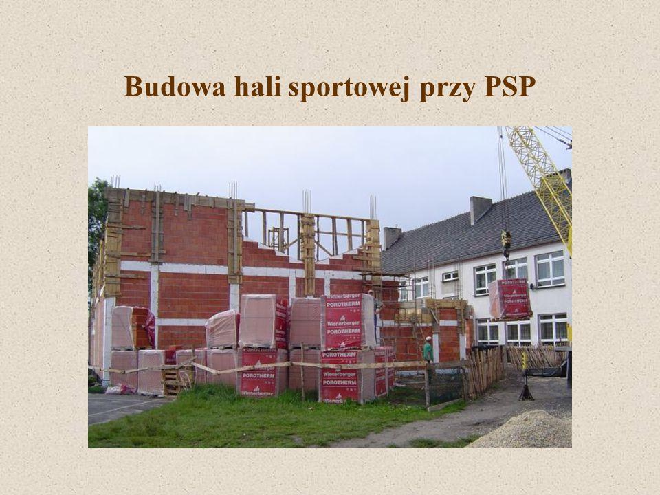 Budowa hali sportowej przy PSP W 2003 r.