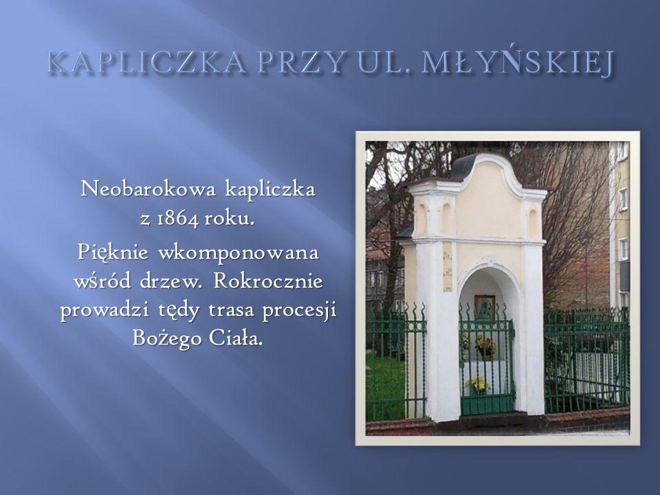 Kapliczka znajduje si ę przy mostku prowadz ą cym przez rzek ę Prudnik w kierunku ul.