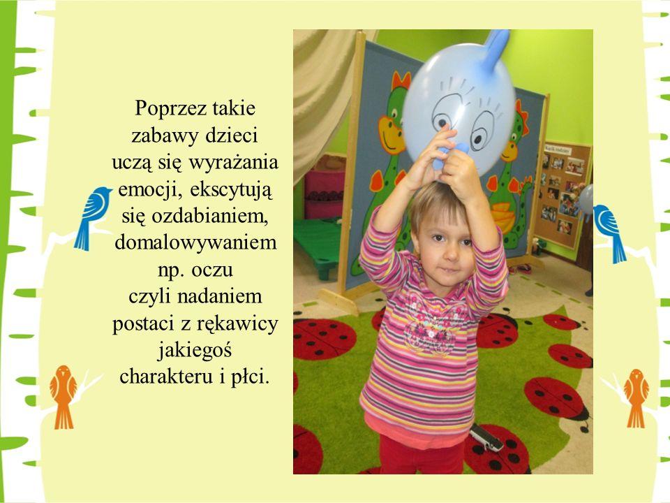 Poprzez takie zabawy dzieci uczą się wyrażania emocji, ekscytują się ozdabianiem, domalowywaniem np. oczu czyli nadaniem postaci z rękawicy jakiegoś c