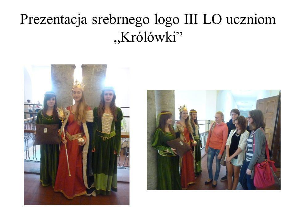 Prezentacja srebrnego logo III LO uczniom Królówki