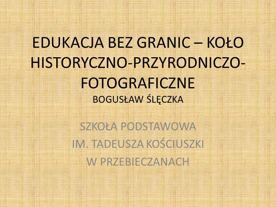 Przy Domu Pielgrzyma w Wieliczce – wiosna 2011 Koło fotograficzno-historyczne w trakcie zwiedzania najbliższej okolicy