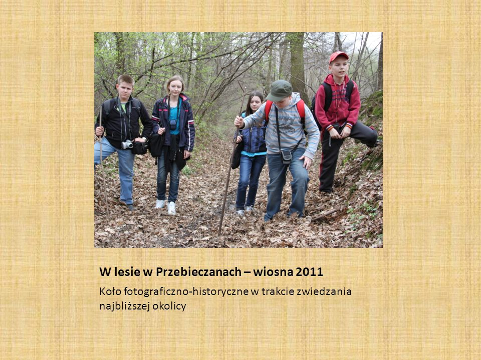 W lesie w Przebieczanach – wiosna 2011 Koło fotograficzno-historyczne w trakcie zwiedzania najbliższej okolicy