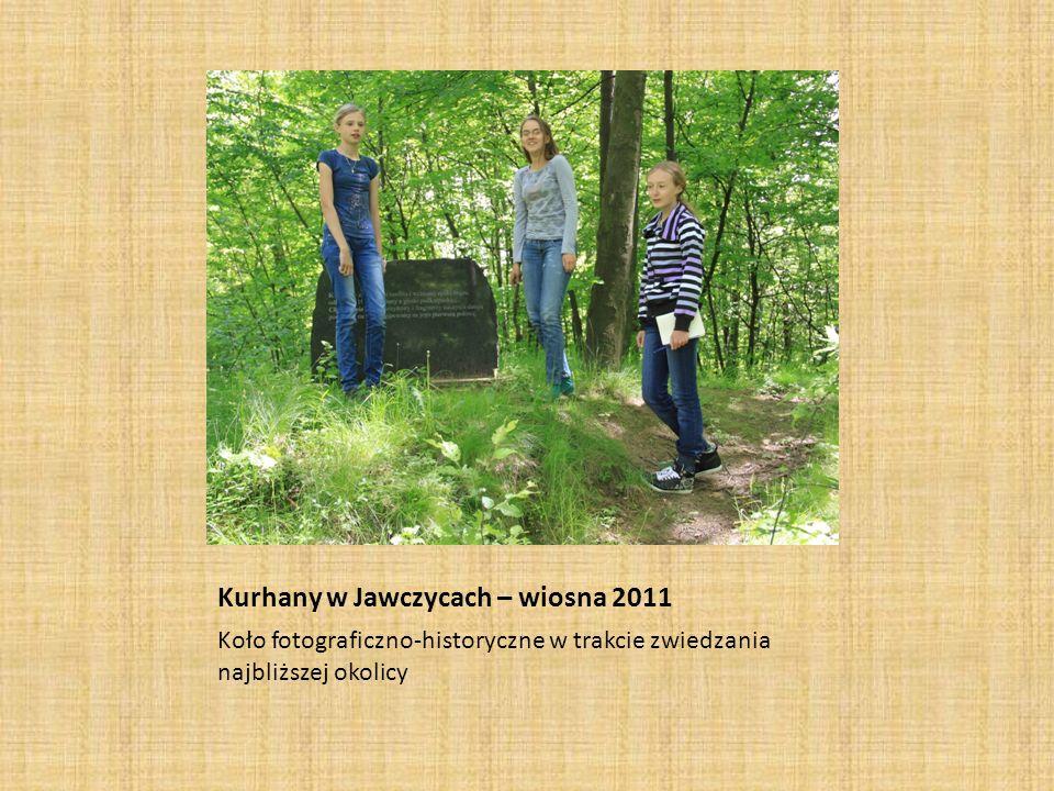 Kurhany w Jawczycach – wiosna 2011 Koło fotograficzno-historyczne w trakcie zwiedzania najbliższej okolicy