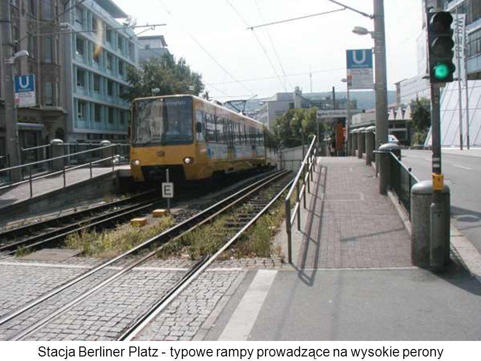 Stacja Berliner Platz - typowe rampy prowadzące na wysokie perony