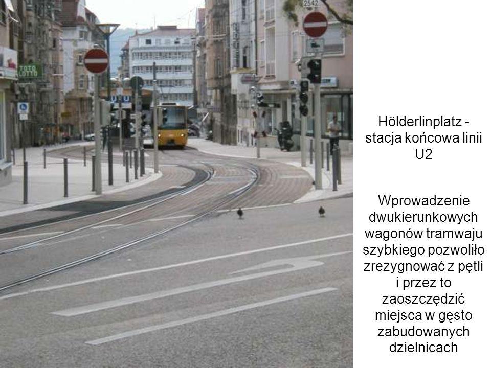 Hölderlinplatz - stacja końcowa linii U2 Wprowadzenie dwukierunkowych wagonów tramwaju szybkiego pozwoliło zrezygnować z pętli i przez to zaoszczędzić