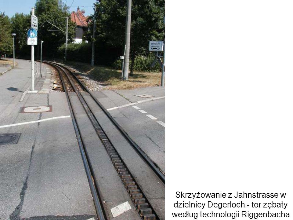 Skrzyżowanie z Jahnstrasse w dzielnicy Degerloch - tor zębaty według technologii Riggenbacha