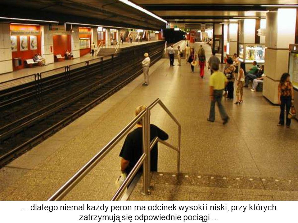 ... dlatego niemal każdy peron ma odcinek wysoki i niski, przy których zatrzymują się odpowiednie pociągi...