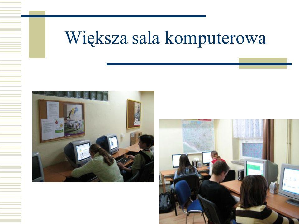 Większa sala komputerowa