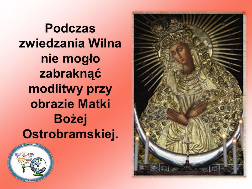 Podczas zwiedzania Wilna nie mogło zabraknąć modlitwy przy obrazie Matki Bożej Ostrobramskiej.