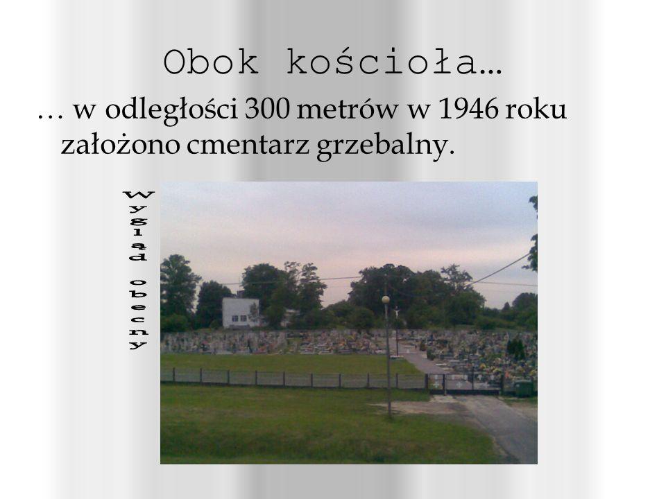 Obok kościoła… … w odległości 300 metrów w 1946 roku założono cmentarz grzebalny.