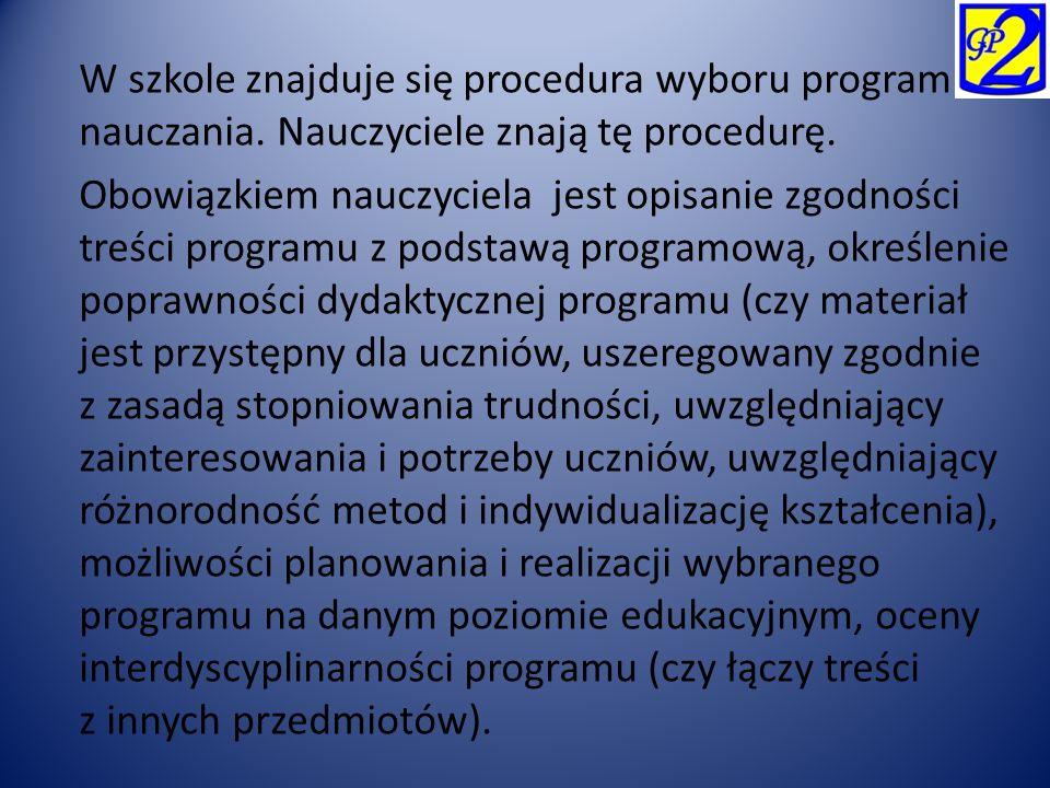 W szkole znajduje się procedura wyboru programu nauczania. Nauczyciele znają tę procedurę. Obowiązkiem nauczyciela jest opisanie zgodności treści prog