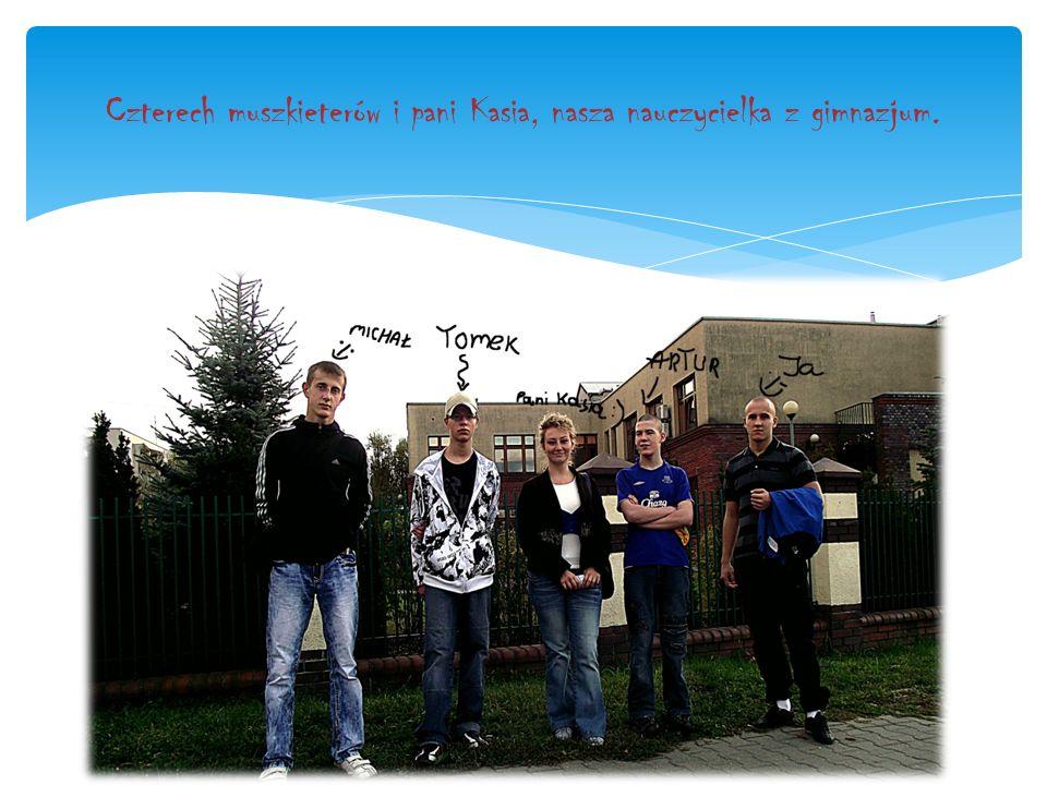 Czterech muszkieterów i pani Kasia, nasza nauczycielka z gimnazjum.