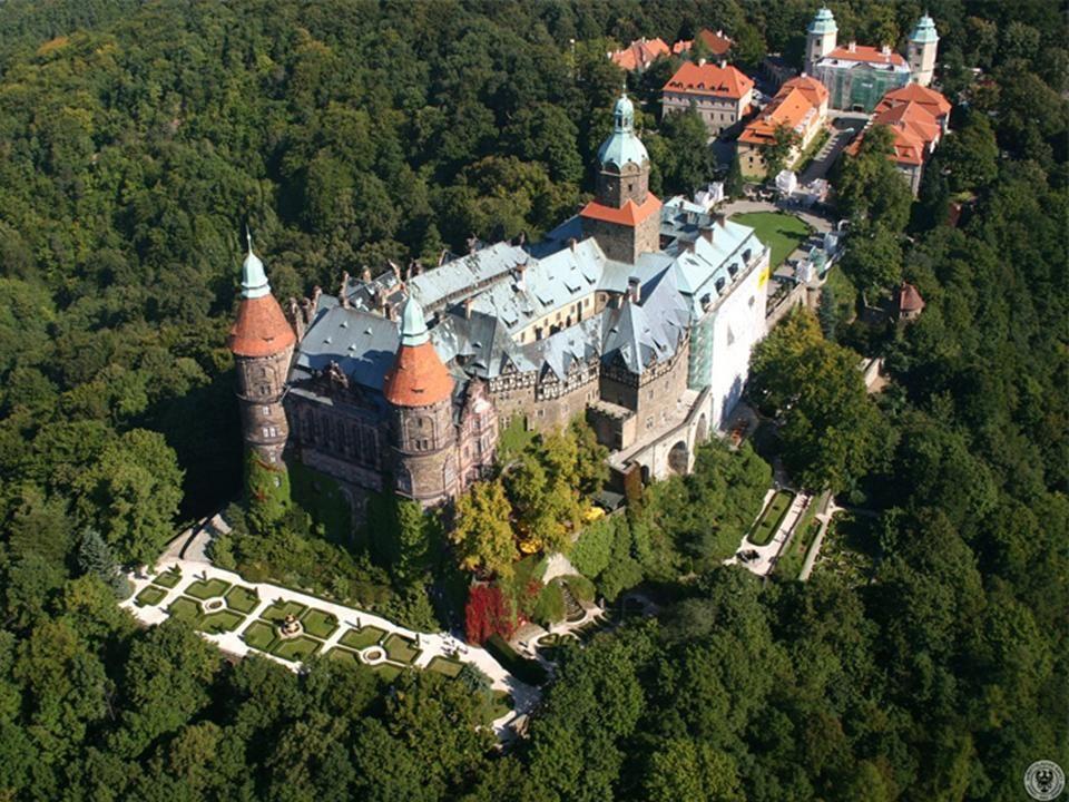 Wałbrzych zamek Książ Na wysokim skalnym cyplu, w zakolu rzeki Pełcznicy wznosi się monumentalny zamek książęcy, najwspanialszy i największy obiekt wa