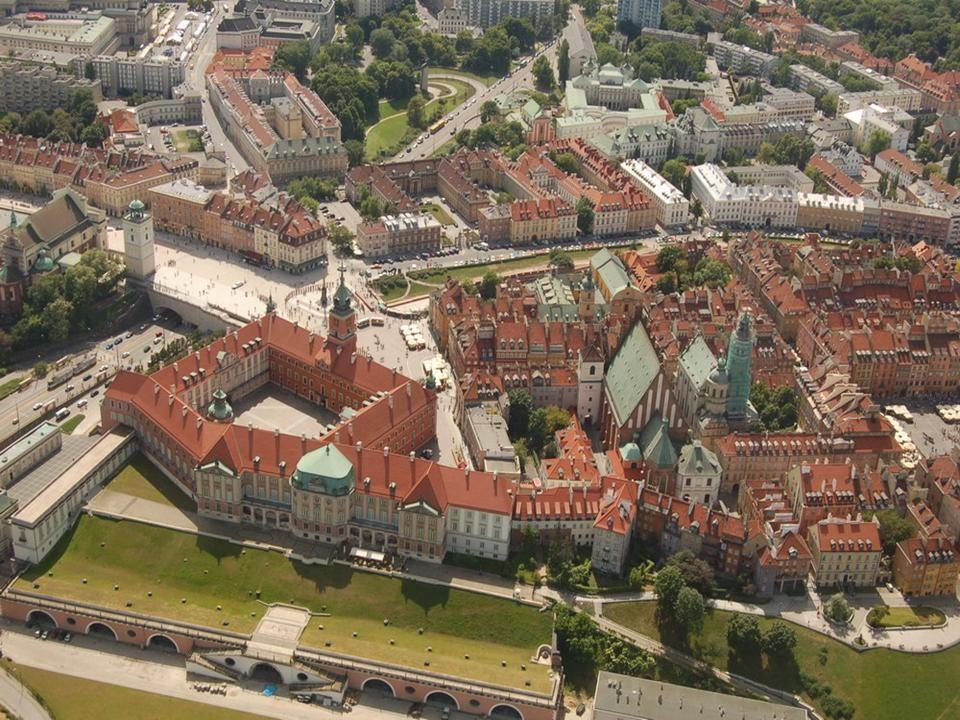 Warszawa – Zamek Królewski Na wyniosłej skarpie wiślanej, w granicach dzisiejszej Warszawy, znajduje się Zamek Królewski. Pierwotnie stał w tym miejsc