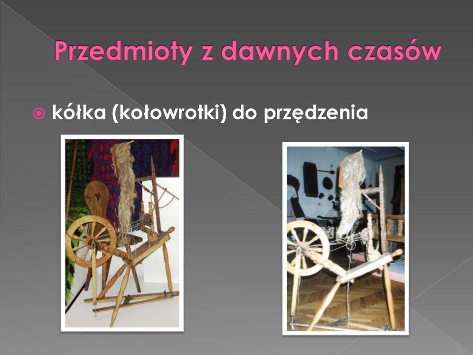 Zdjęcia do prezentacji wykonałam w Muzeum Ziemi Augustowskiej w Augustowie, Izbie Regionalnej Ziemi Sztabińskiej w Sztabinie, w swoim dawnym i obecnym domu, a także na bazarze staroci na Rynku Zygmunta Augusta w Augustowie.