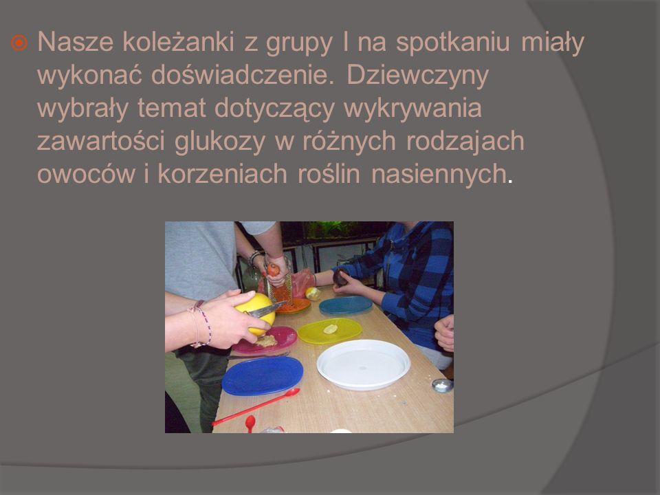 Nasze koleżanki z grupy I na spotkaniu miały wykonać doświadczenie. Dziewczyny wybrały temat dotyczący wykrywania zawartości glukozy w różnych rodzaja