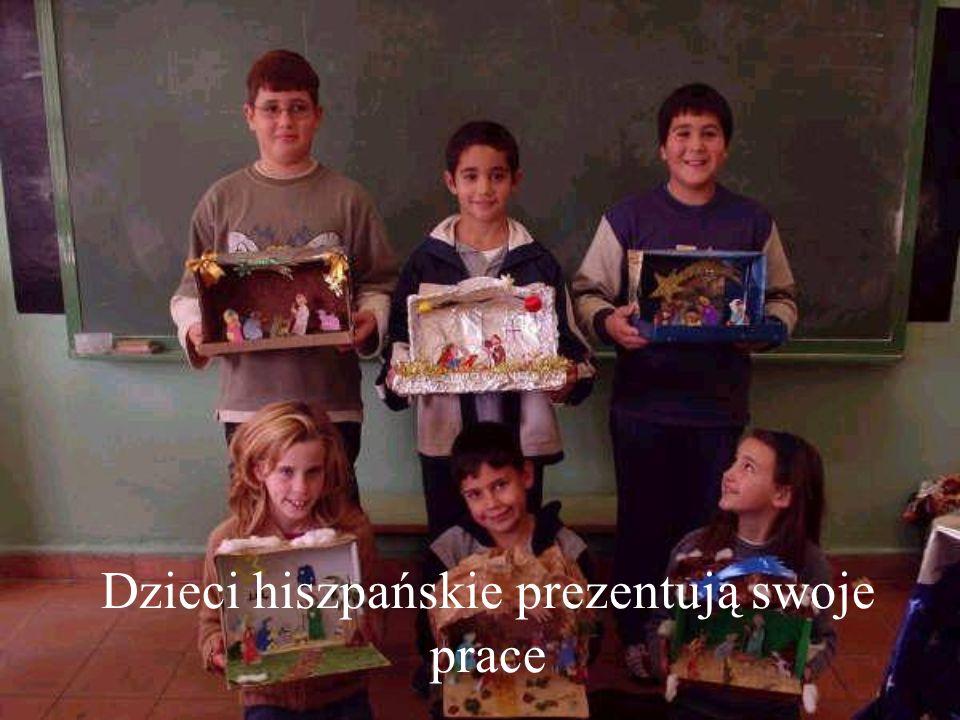 Dzieci hiszpańskie prezentują swoje prace