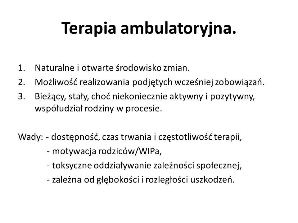 Terapia ambulatoryjna. 1.Naturalne i otwarte środowisko zmian. 2.Możliwość realizowania podjętych wcześniej zobowiązań. 3.Bieżący, stały, choć niekoni