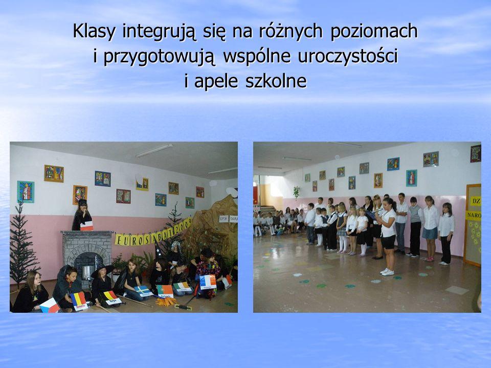 Klasy integrują się na różnych poziomach i przygotowują wspólne uroczystości i apele szkolne