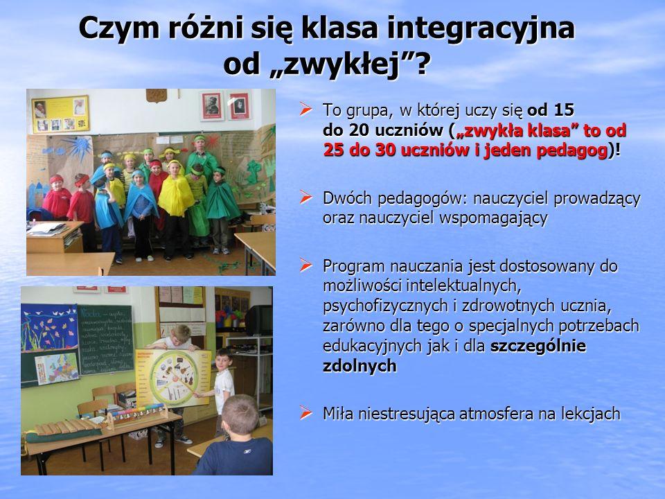 To grupa, w której uczy się od 15 do 20 uczniów (zwykła klasa to od 25 do 30 uczniów i jeden pedagog).