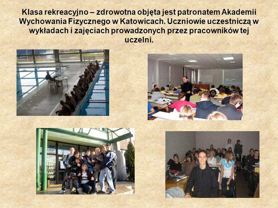 Klasa rekreacyjno – zdrowotna objęta jest patronatem Akademii Wychowania Fizycznego w Katowicach. Uczniowie uczestniczą w wykładach i zajęciach prowad