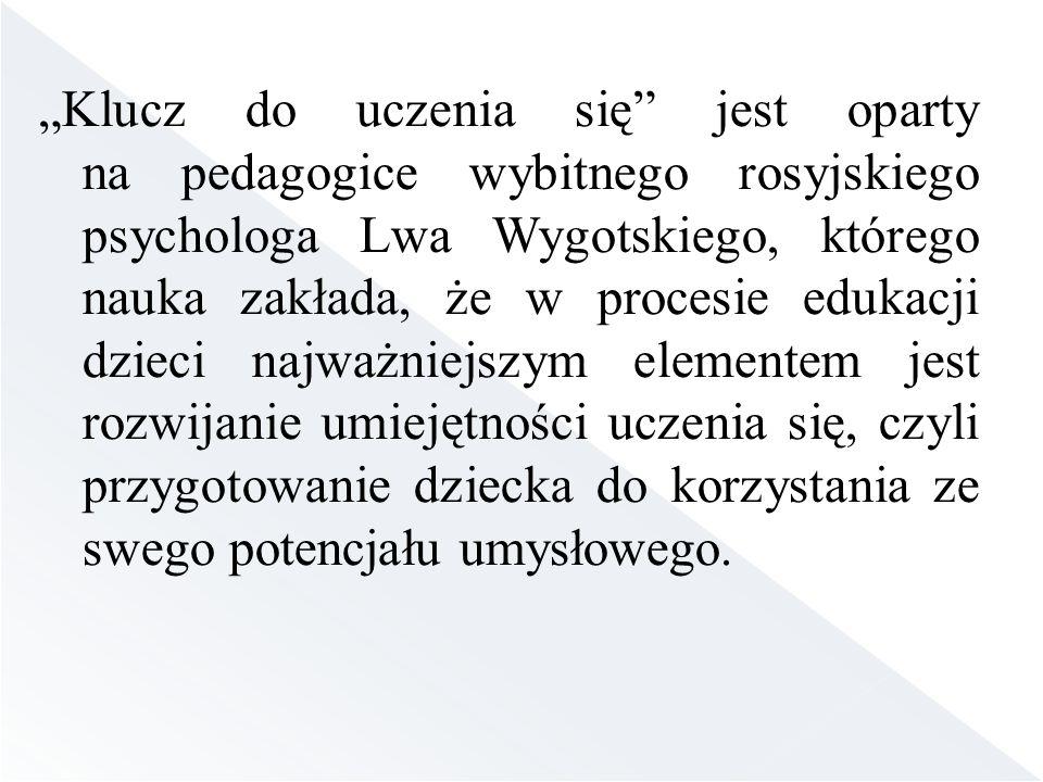 Klucz do uczenia się jest oparty na pedagogice wybitnego rosyjskiego psychologa Lwa Wygotskiego, którego nauka zakłada, że w procesie edukacji dzieci