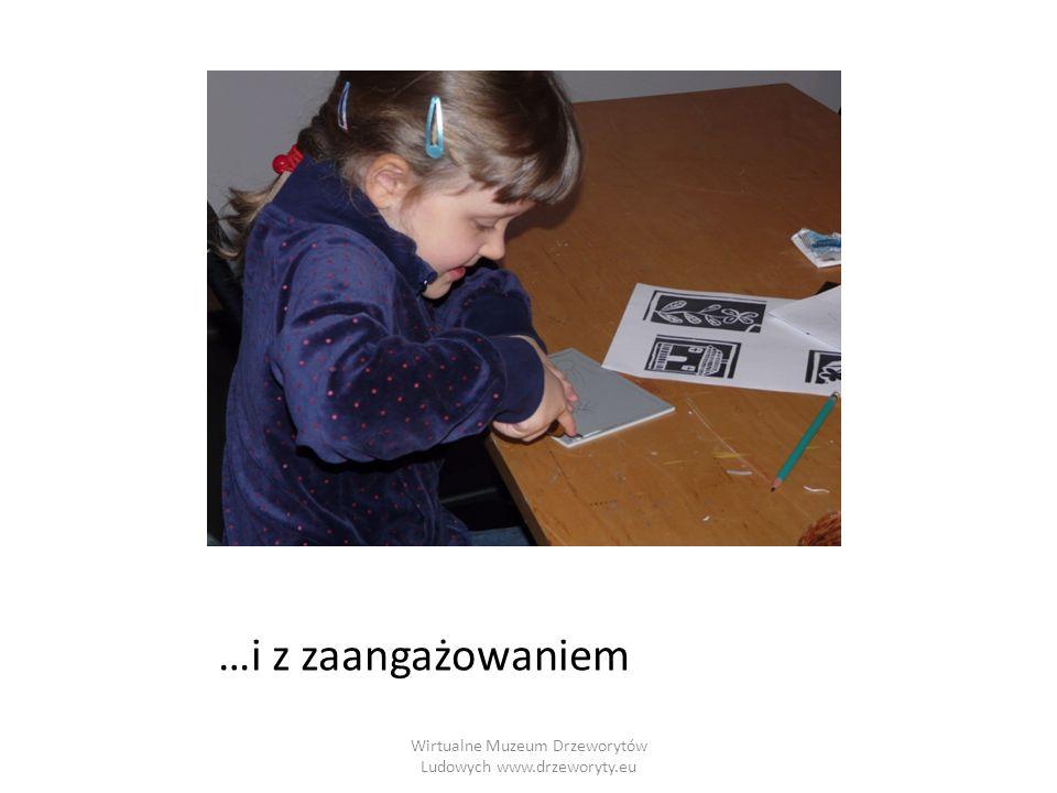 Wirtualne Muzeum Drzeworytów Ludowych www.drzeworyty.eu Pokrywanie płytki farbą Farbę drukarską rozprowadź szpachelką na szklanej płytce.