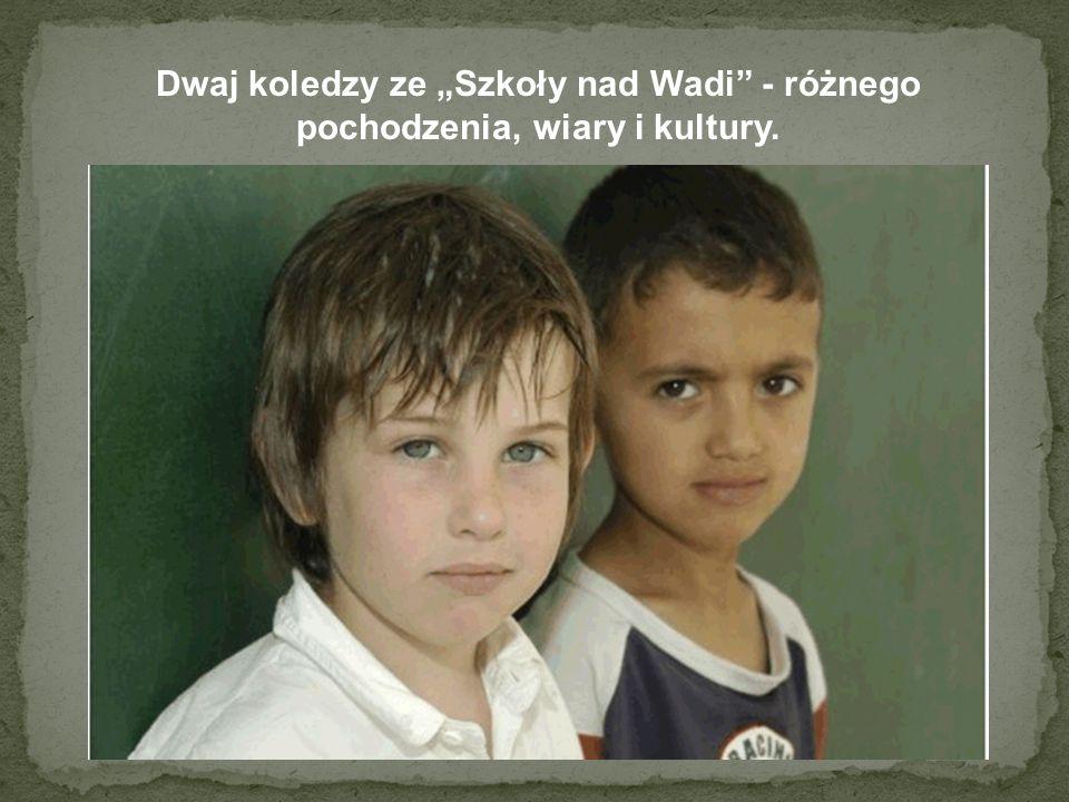 Dwaj koledzy ze Szkoły nad Wadi - różnego pochodzenia, wiary i kultury.