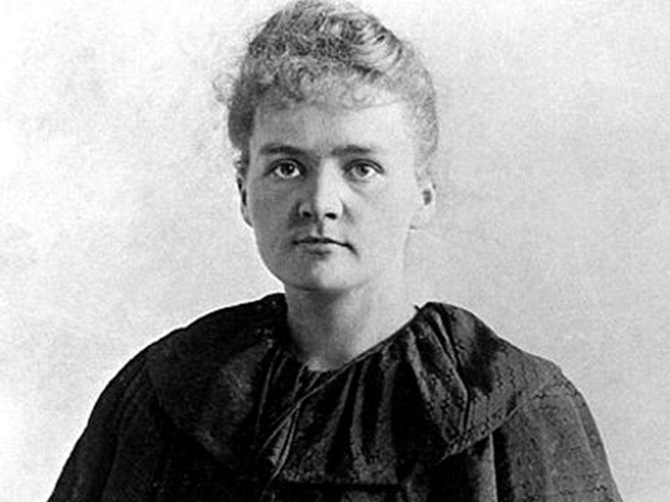 Dzieciństwo i młodość w Polsce Maria Skłodowska urodziła się jako piąte dziecko w znanej rodzinie nauczycielskiej, wywodzącej się z drobnej szlachty.
